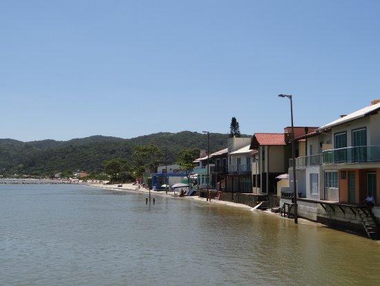 Zimbros Beach: Casas na areia