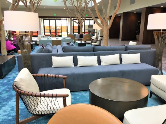 Portola Hotel & Spa at Monterey Bay: New lobby decor
