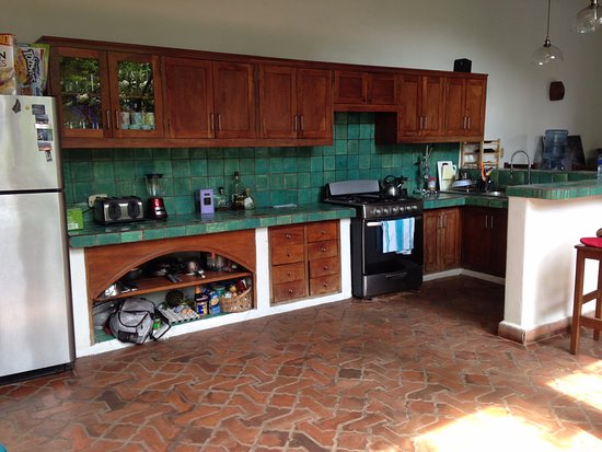 Miss Margrit's Guest House: Kitchen in common area, where breakfast is served (and available for guest use)
