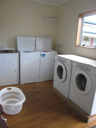 Buller Court on Palmerston: Guest Laundry