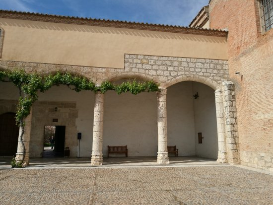 Tordesillas, Spanyol: Patio de entrada de Santa Clara.