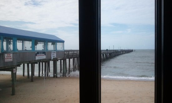 An awesom view of the fishing pier picture of lynnhaven for Lynnhaven fish house