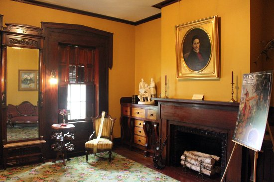 Greenville, OH: Garst Museum parlor