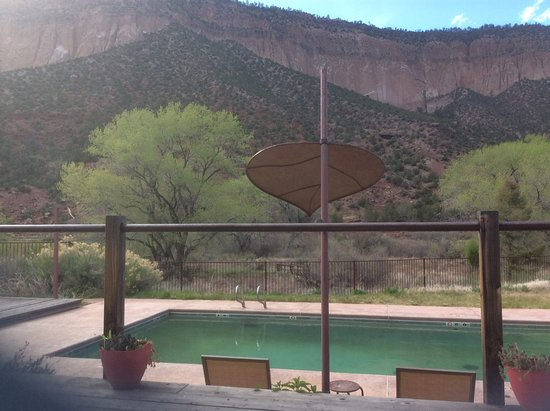 Canon del Rio Retreat & Spa: View from spa area overlooking pool and the canyon.