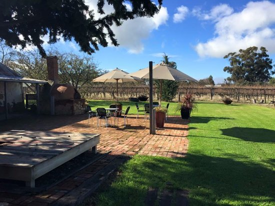 Barossa Valley, Australia: Gibson Wines Cellar Door - Winter