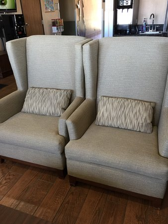 Super 8 Cedar City: Nice new chairs!