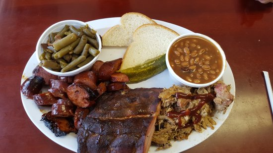 Oak Grove, Μιζούρι: Awesome Ribs, pulled pork and smoked sausage!  Great prices, too!