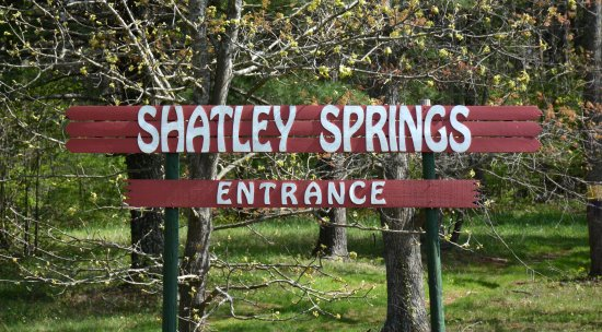 Shatley Springs Inn: Entrance Sign