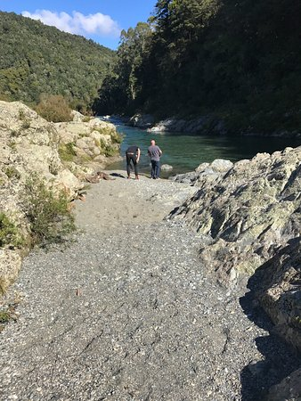 Nelson-Tasman Region, Nueva Zelanda: throwing pebbles