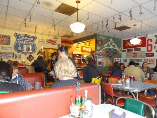 Wild Wood Cafe: Restaurant interior.