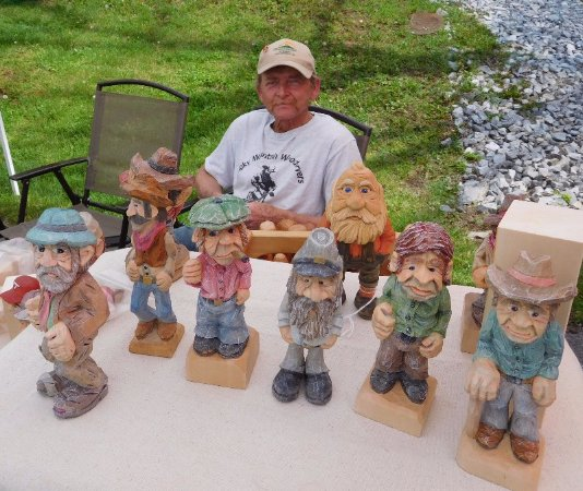 Abingdon, Wirginia: Woodcarver Mark Blevins has a story for each of his characters.