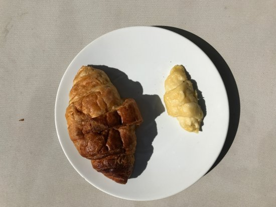 Kelapa Luxury Villas: Cooked VS uncooked Croissant... we got delivered the one on the right first