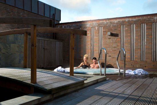 Roemoe Kirkeby, Danemark : Outdoor spa in wellness.