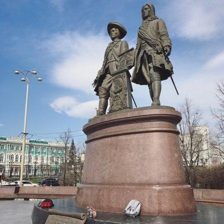 Памятники в екатеринбурге и их описание отзывы цены на памятники в курске на льговском