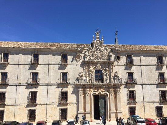 Ucles, Spain: Frente del monasterio