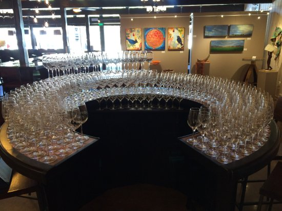 Idyllwild, Kalifornien: After a busy Saturday - almost 265 glasses polished for new customers.