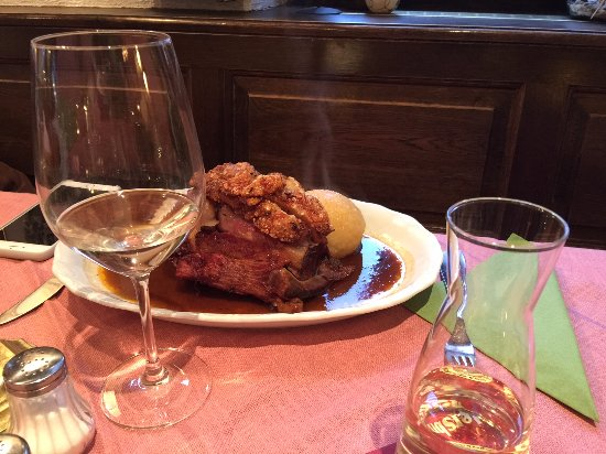 Hersbruck, Almanya: Свиная лопатка с соусом