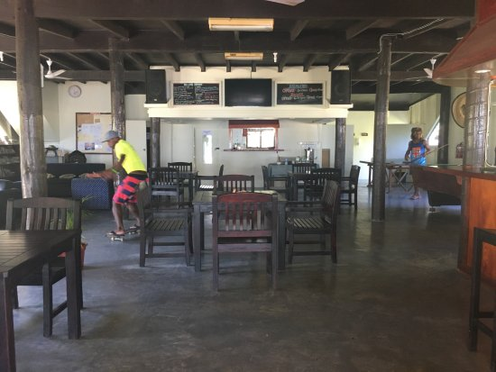 Rendezvous Surf Camp Fiji: Indoor portion of the dining room/bar.