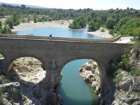 Saint-Jean-de-Fos, Francia: Le Pont du Diable et la Plage