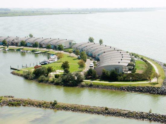 Makkum, Holandia: Dijkvilla