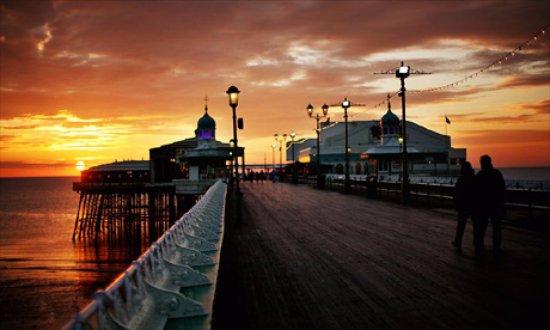 Bond Hotel: Blackpool Pier