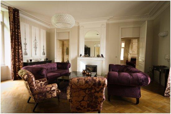chateau de courtebotte saint jean de blaignac. Black Bedroom Furniture Sets. Home Design Ideas