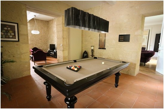 salon billard picture of chateau de courtebotte saint. Black Bedroom Furniture Sets. Home Design Ideas