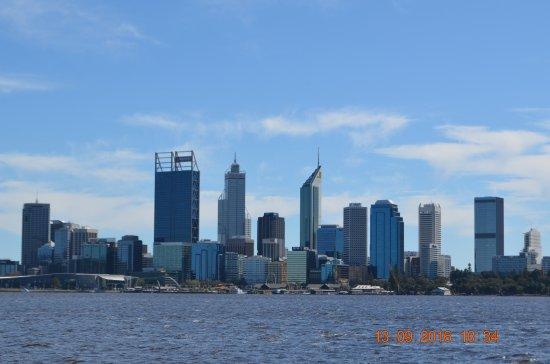 South Perth, Australien: The CBD across the river