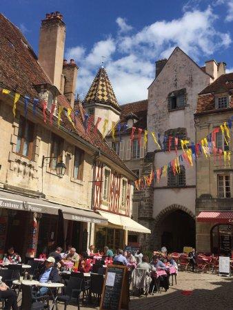 Office De Tourisme Semur En Auxois Photo3 Jpg