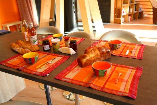 Eure, France: Petit-déjeuner de produits locaux et artisanaux