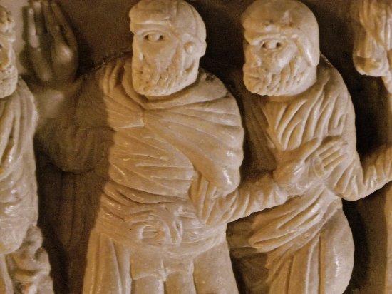Saint-Hilaire, Francia: détails de sculpture