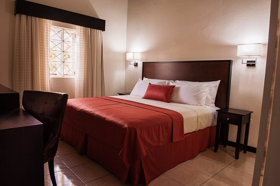Shirley Retreat House: The premium rooms are new, clean and sooo quiet! Great retreat!