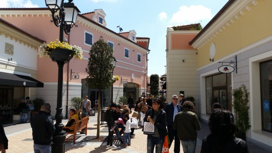 location picture of noventa di piave designer outlet. Black Bedroom Furniture Sets. Home Design Ideas