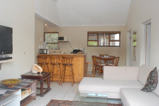 Saint Francis Bay, South Africa: Lounge and kitchen