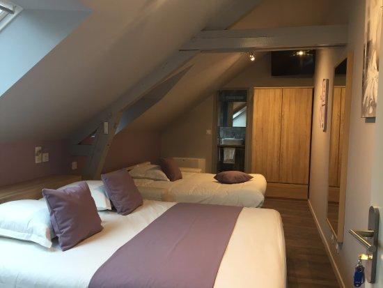 Saint-Georges-sur-Cher, فرنسا: chambre familiale chimayo vue depuis l'entrée