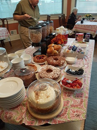 Summit, NJ: Plenty of choices for complimentary breakfast
