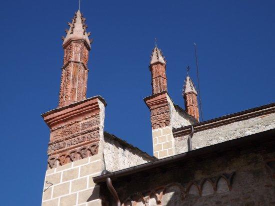 San Francesco Church : Wieżyczki frontonu  w południe