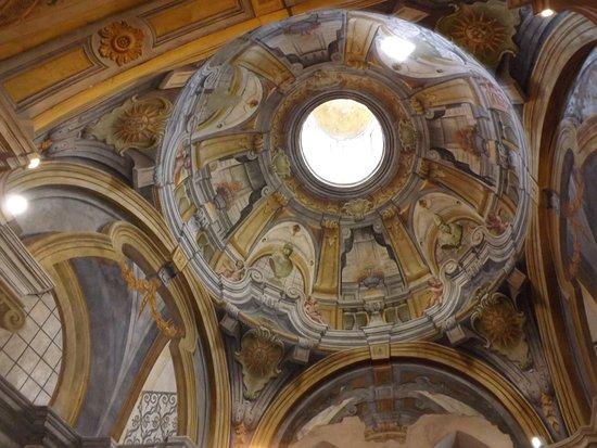 San Francesco Church : Kopuła z XVII wiecznymi freskami