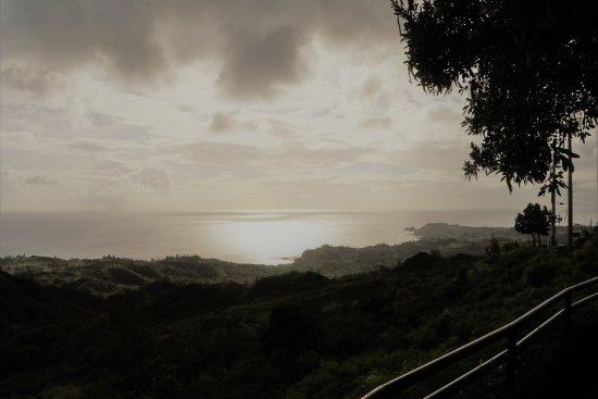 Cetti Bay Overlook: もっと遅い時間だと夕日がキレイでしょうねぇ