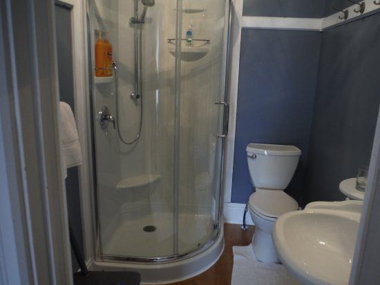 Ridgetown, Kanada: Blue Room En-suite bathroom