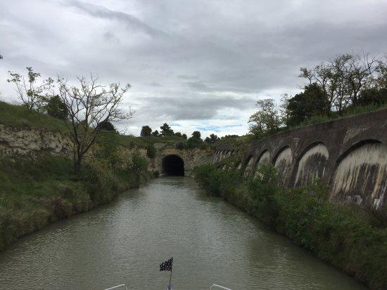 Nissan-lez-Enserune, Frankrijk: Approaching