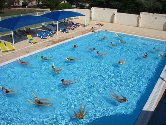 Aquagym picture of piscine d 39 ete aquaforme mejannes for Piscine blomet aquagym