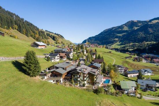 Der Kleinwalsertaler Rosenhof: Der Rosenhof - mitten in den Bergen