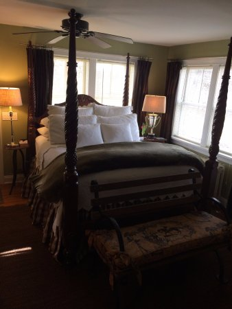 The Farmhouse Bed and Breakfast: Equestrian themed suite 1 on the main level with private entrance