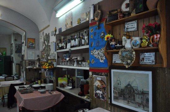 Parete tra sala e cucina - Bild von Trattoria La Pigna Verde ...