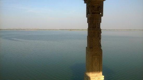 Chatri at Nouchowkiya pal - Picture of Rajsamand Lake, Rajsamand