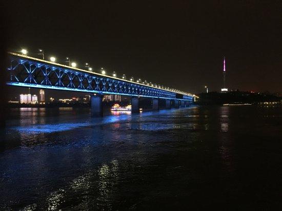 Wuhan the Second Yangtze River Bridge: 武漢テレビ塔との景色
