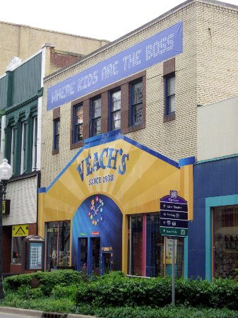 Veach's Toy Station : Veach's exterior