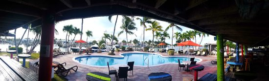 Treasure Cay Beach, Marina & Golf Resort: Pool area by restaurant and bar