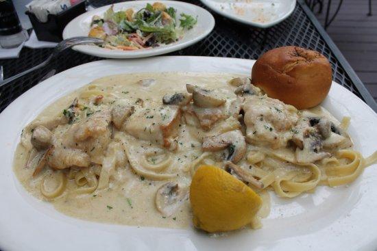 Houlihan's: Tuscany Lemon Chicken - cream sauce & mushrooms = Yum!